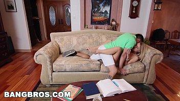 la terasse exhibe sur d resto s un elle Ebony darling enjoys engulfing studs schlong