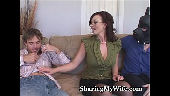 hubby save wife Lady gina with man legsworldnet