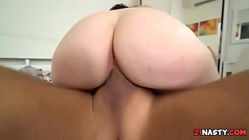 extaze delirando em Brunette babe sucking a cock in front of her friends