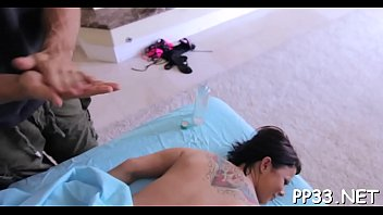 hd 3d xxxemotions Gets fingered under table until she cums