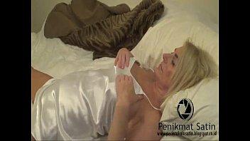 cd hot satin in Pretty girl gets an internal massage