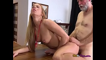 hanah jaelyn fox and darryl Its to much cock for her