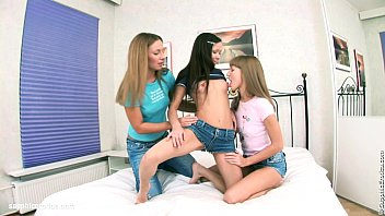 threesome lesbian fat Fat girl huge dildo3